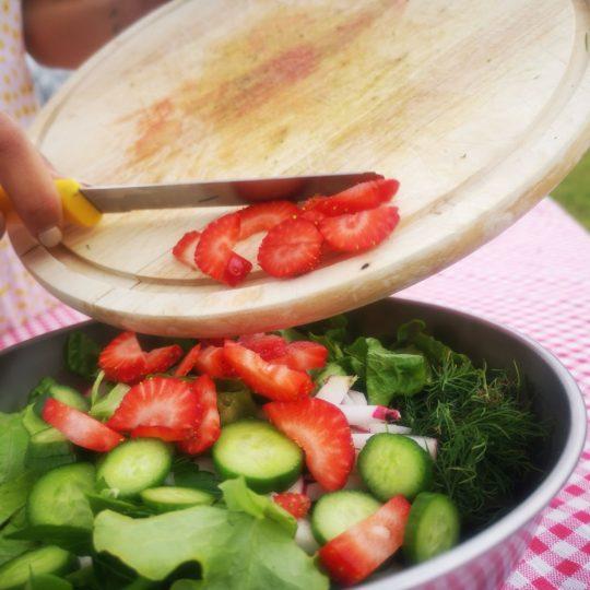 תותים בסלט זה טעים!