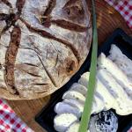 גבינות ולחם